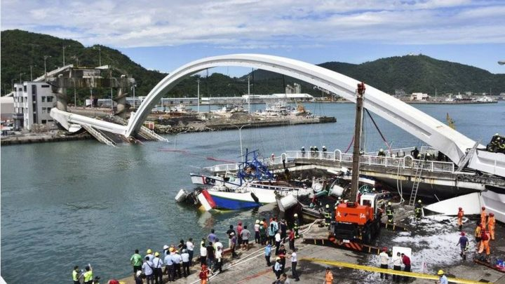 What caused the Taiwan bridge collapse?