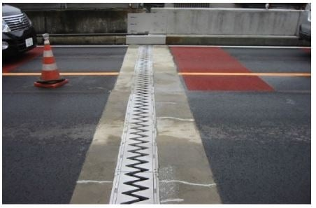 Bridge Expansion Joint Functions and Dynamic Behavior